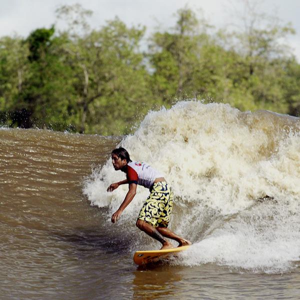 Surfing en el Amazonas