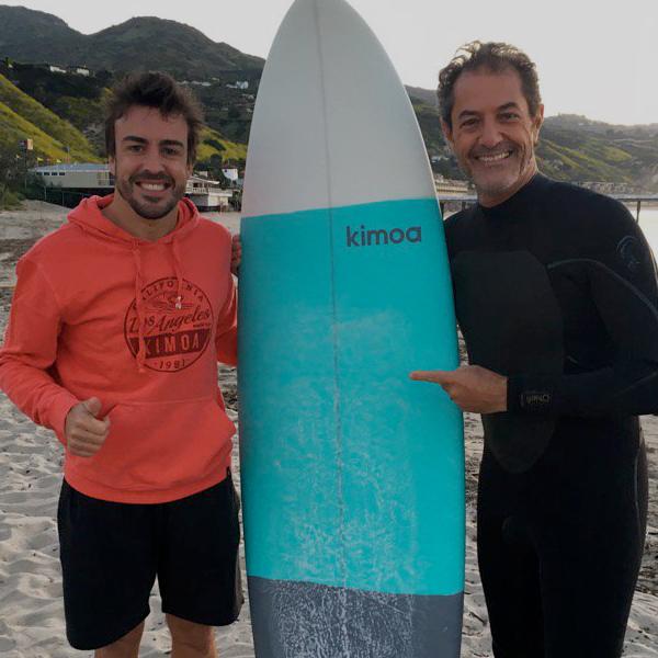 Fernando Alonso,nos presenta su nueva línea de ropa surfera…