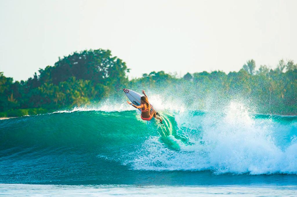 alana-blanchard-surf