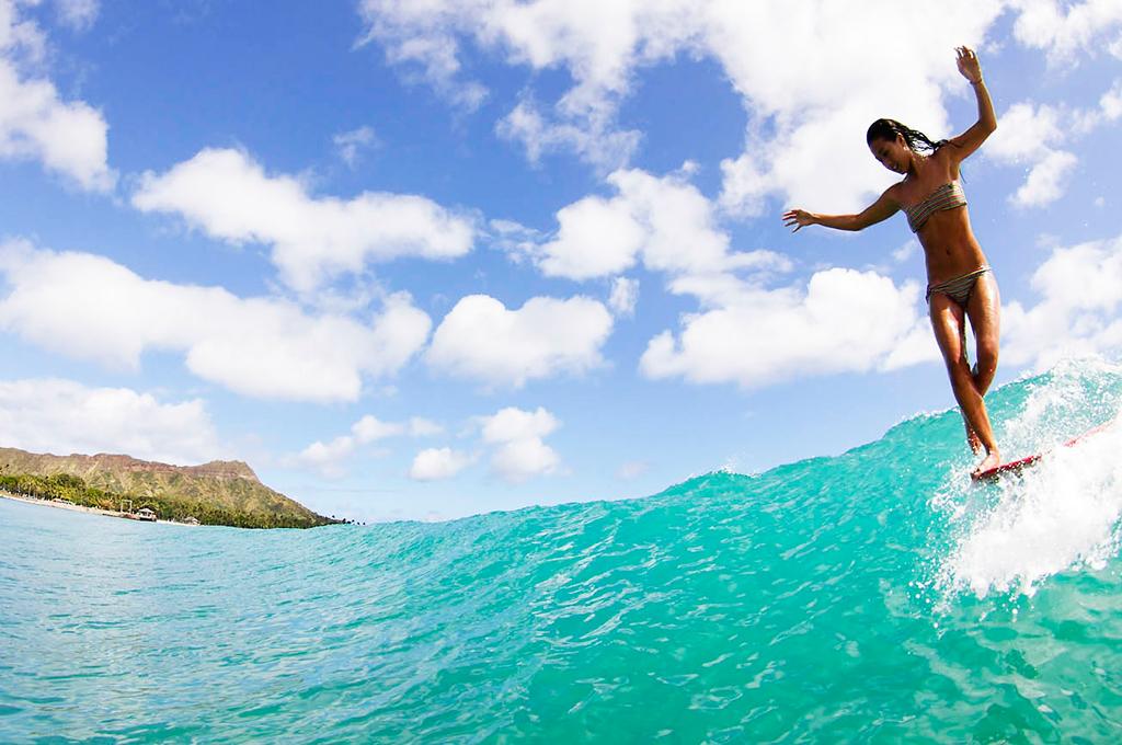 kelia-moniz-surf